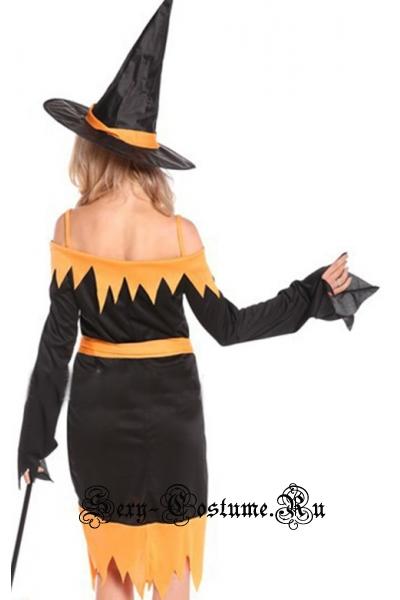Ведьмочка в предвкушении праздника w0071